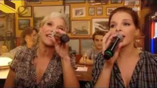"""Yvonne Catterfeld mit Ina Müller bei """"Inas Nacht"""" - Blau im Blau"""