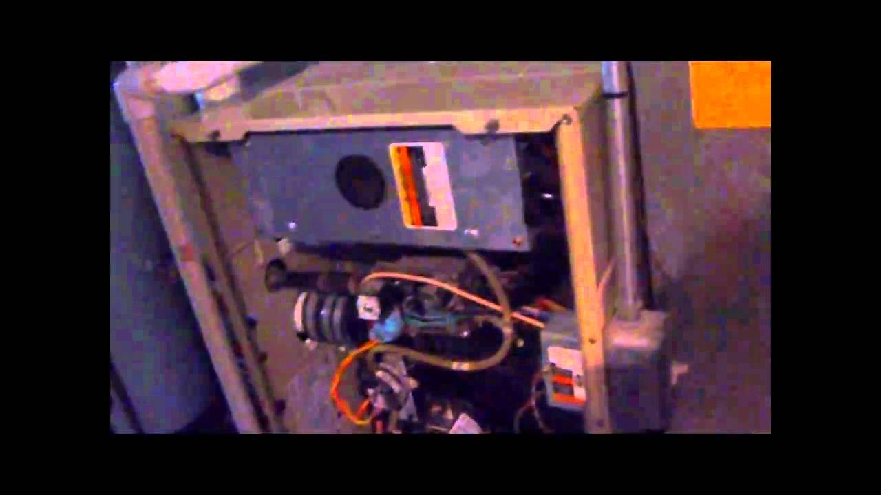 Rheem Wiring Diagram Gas Furnace 1996 Carrier Weathermaker 9200 Gas Furnace Youtube
