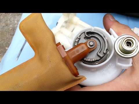 Toyota Matrix 2005 год 1.8 бензин Замена топливного фильтра . Оригинальный номер фильтра.