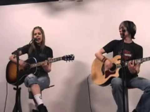 Avril Lavigne - Don't Tell Me  (Live @ Europe2 Live Acoustic 21.04.2004)