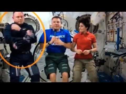 251 - INTERNATIONAL SPACE STATION - GLOBE EARTH FAKE - CGI -