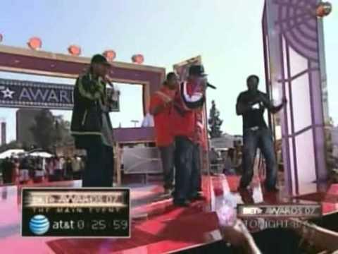 bone thugs n harmony & akon - i tried (live 1.06 and carpet 2007)