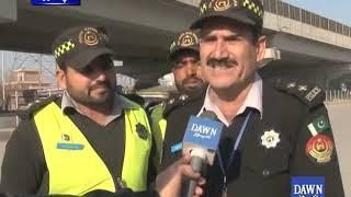 Helmet ki pabandi ke liya traffic police ne naya tareeqa apna liya