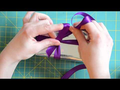 Schleifen binden anleitung mit der schleifenfee katis for Schleife binden geschenk