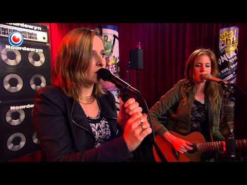 Elske, Femke en Heit (Tjeerd) de Wall yn Noardewyn Live