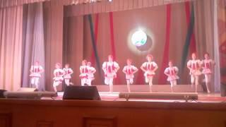 Танец. Калинка малинка.(Я Вика Баулина и я танцую танец . Калинка малина.И мая групп тоже танцует., 2016-04-09T04:20:39.000Z)