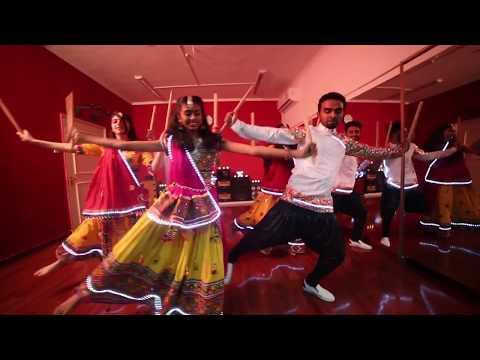 LED Dance | Chogada Tara | Loveyatri | Aayush Sharma | Warina Hussain | AURA ARTS CENTRE.