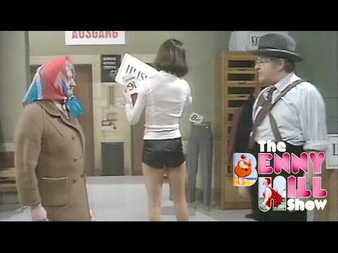 Benny Hill - German Department Store 'Closing Chase' (1976)