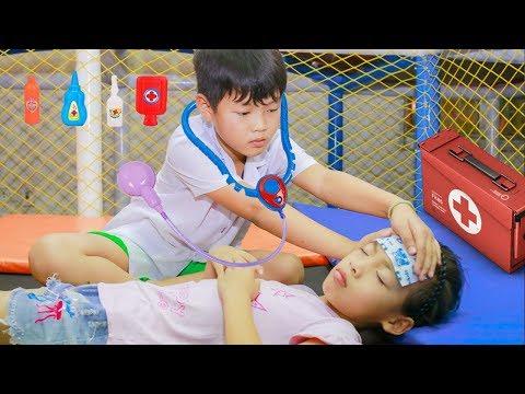 Kids play pretend Doctor take care Friend! Kids johny johny yes papa Song Children