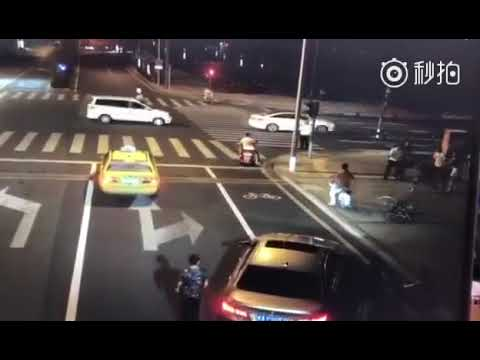 Sharp turn! Knife-armed BMW driver got killed on street fighting with biker