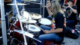 Nicko McBrain plays The Trooper - Up close footage of just Nicko!