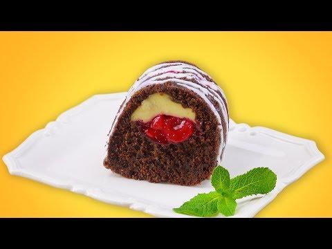 la-tarta-de-chocolate-con-cerezas-en-forma-de-rosca-se-ve-doblemente-deliciosa