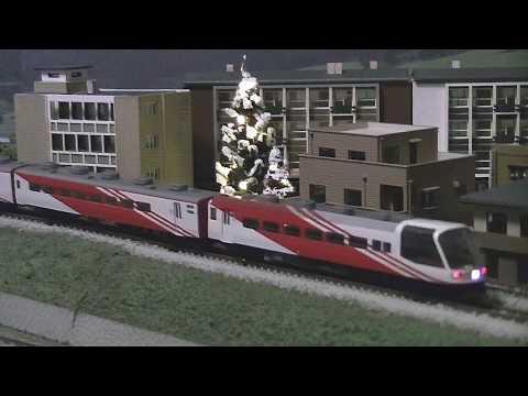 スーパーエクスプレスレインボーとEF65 1118 KATO + クリスマスツリー