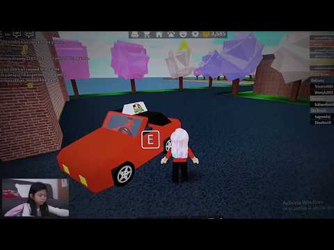 ROBLOX Pizza, Trying To Customize A Pizza. Its Great! Its Fun!