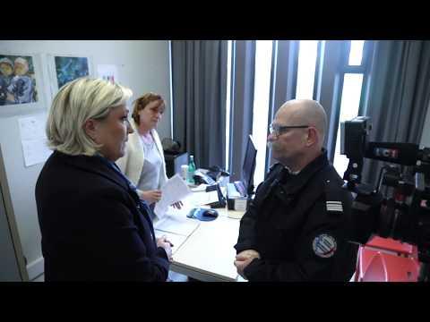 Marine Le Pen en visite au centre de rétention administrative de Vincennes
