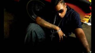 Watch Don Omar Anda Sola video