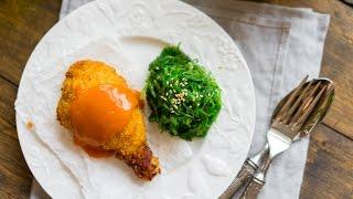 Курочка в панировке с морковным соусом и водорослями