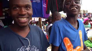 VLOG: in Nairobi de markt op met Jan de Voetbalman!