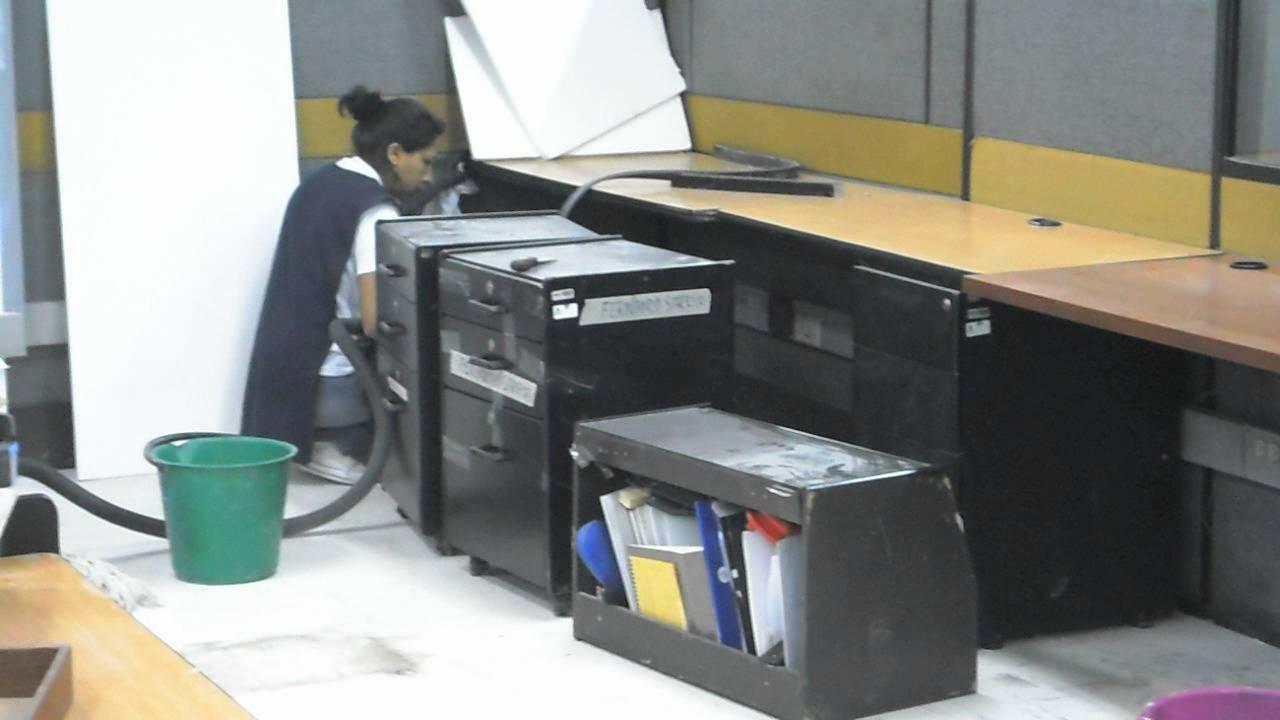 Aseo y limpieza en oficinas youtube for Limpieza en oficinas