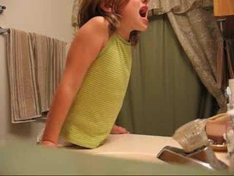 maedchen-auf-der-toilette-bilder-gefangen-sexy-zierliche-schlampe-ficken-gif