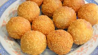 Red bean paste sesame balls, (Jin deui) 紅豆蓉煎堆