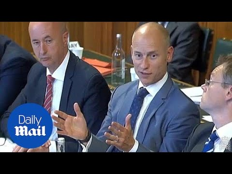 Stephen Kinnock quotes Barnier in French to Dominic Raab