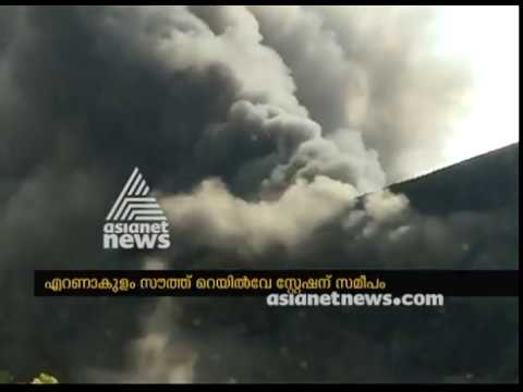 Massive fire break out at Chappal godown at Kochi