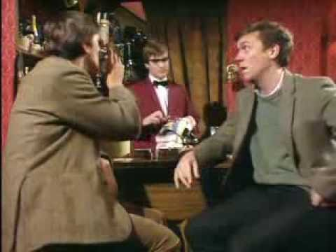 "Stephen Fry - Hugh Laurie / ""Cellar Tapes"" 1981 (sketch)"