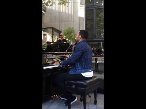 "John Legend- ""Ordinary People"" Impromptu Performance Culver City"