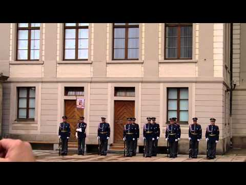 ceremonial changing of the guard uroczysta zmiana warty praga