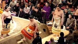2012年1月9日(祝月)、平成24年大相撲初場所2日目、西幕内力士の土俵入...