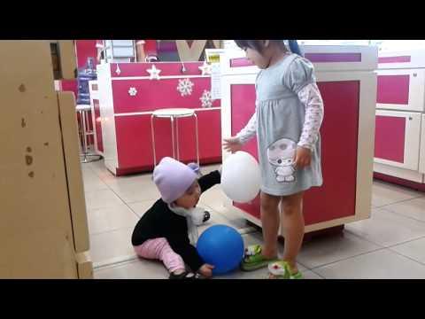 Be Hoang Anh di sieu thi Coopmart (2012-12-13).mp4