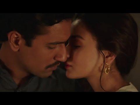 Alia Bhatt Hot Kiss Scenes