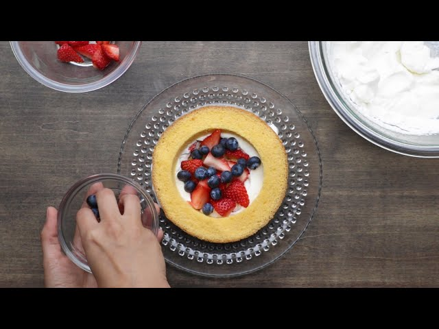 いちごがゴロッと♫かくれんぼケーキ〜サプライズにも♪〜 / Berry Stuffed Cake