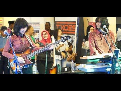Penyanyi Tua (Koes Plus) ★ Goyang Asyik Bareng T-Koes Band @ Plaza Blok M (23/10)