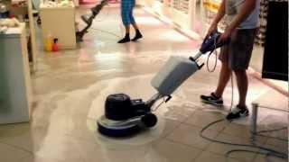 Hloubkové strojní čištění podlahy a spár metodou Twister™