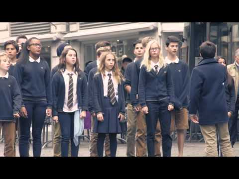 Wow Flash Mob! Students sing