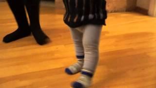 Уроки степа от сестры (научился ходить всего месяц назад, а уже степ) :)