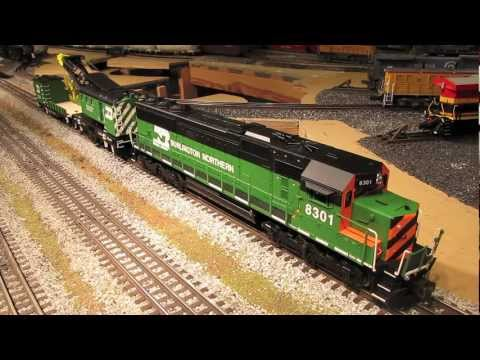 Modelling Railroad Train Track Plans -Lionel Burlington Northern SD-60, Crane & Boom Cars
