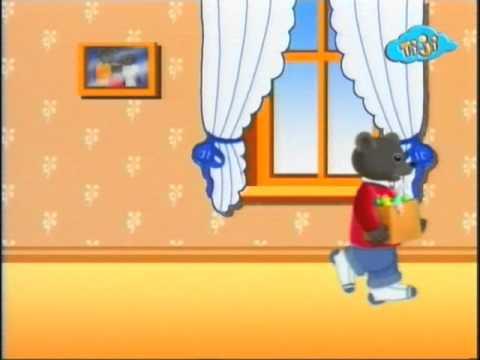 Бурый медвежонок украшает дом
