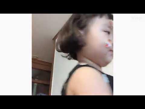 La niña Asiática de los stickers
