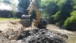 Pengerukan sungai desa karangtalun