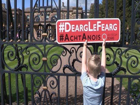 An Dream Dearg Irish language rights protest at Hillsborough castle
