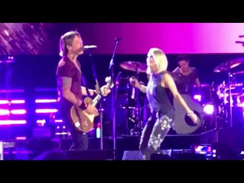 Keith Urban & Carrie Underwood -The Fighter (live)