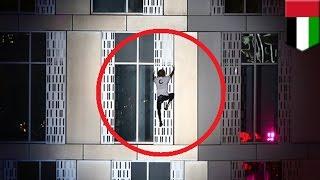 Hombre araña francés Alain Robert escala la torre Cayan de Dubai