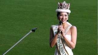 2012年ミス・インターナショナル世界大会で優勝した吉松育美さんがベア...