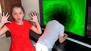 SARAH e uma AVENTURA MÁGICA com o PAPAI DENTRO TV