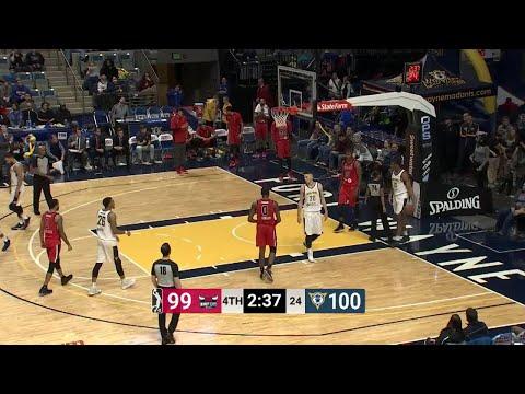 A bigtime dunk by Cristiano Felicio!