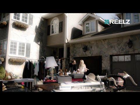 Tori Spelling's Yard Sale | Broke & Famous | REELZ