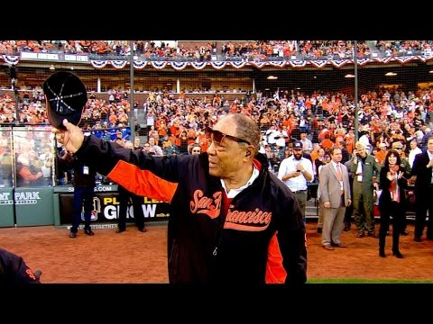 WS2014 Gm3: Giants Hall of Famers honored before game